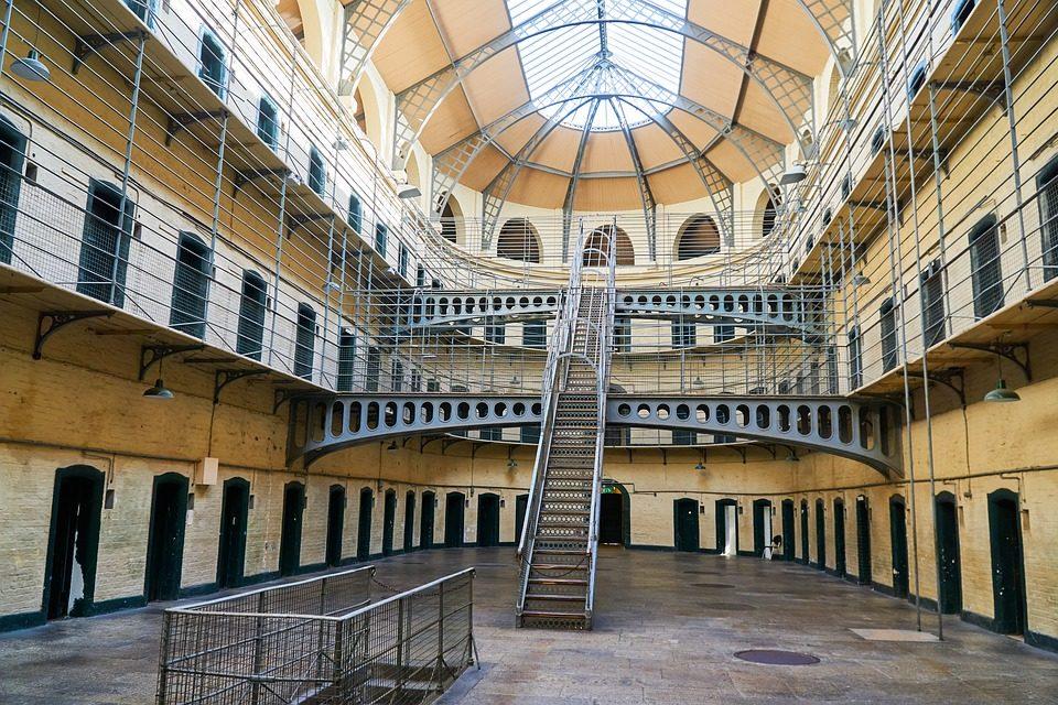 Paczka kurierska do więzienia